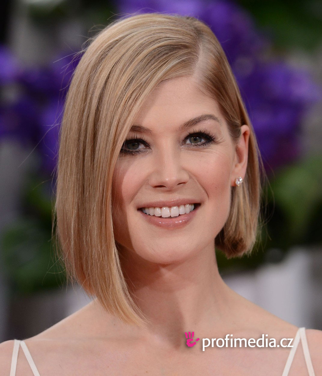Rosamund Pike Hairstyle Easyhairstyler