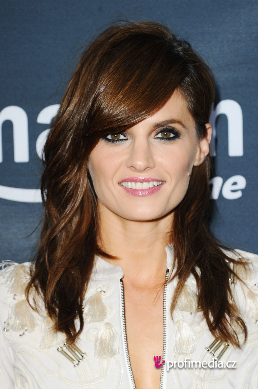 Stana Katic - - hairstyle - easyHairStyler