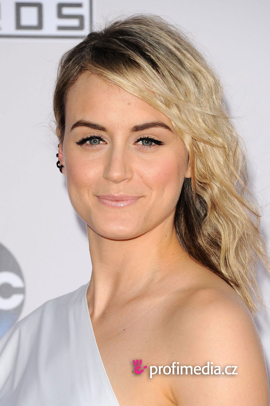 Taylor Schilling Hairstyle Easyhairstyler