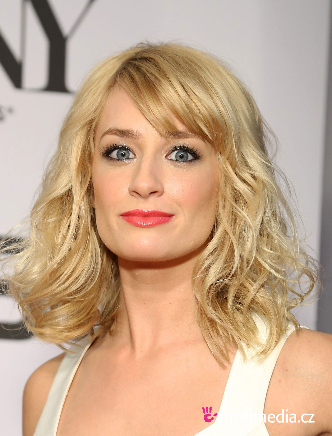 Beth Behrs Hairstyle Easyhairstyler