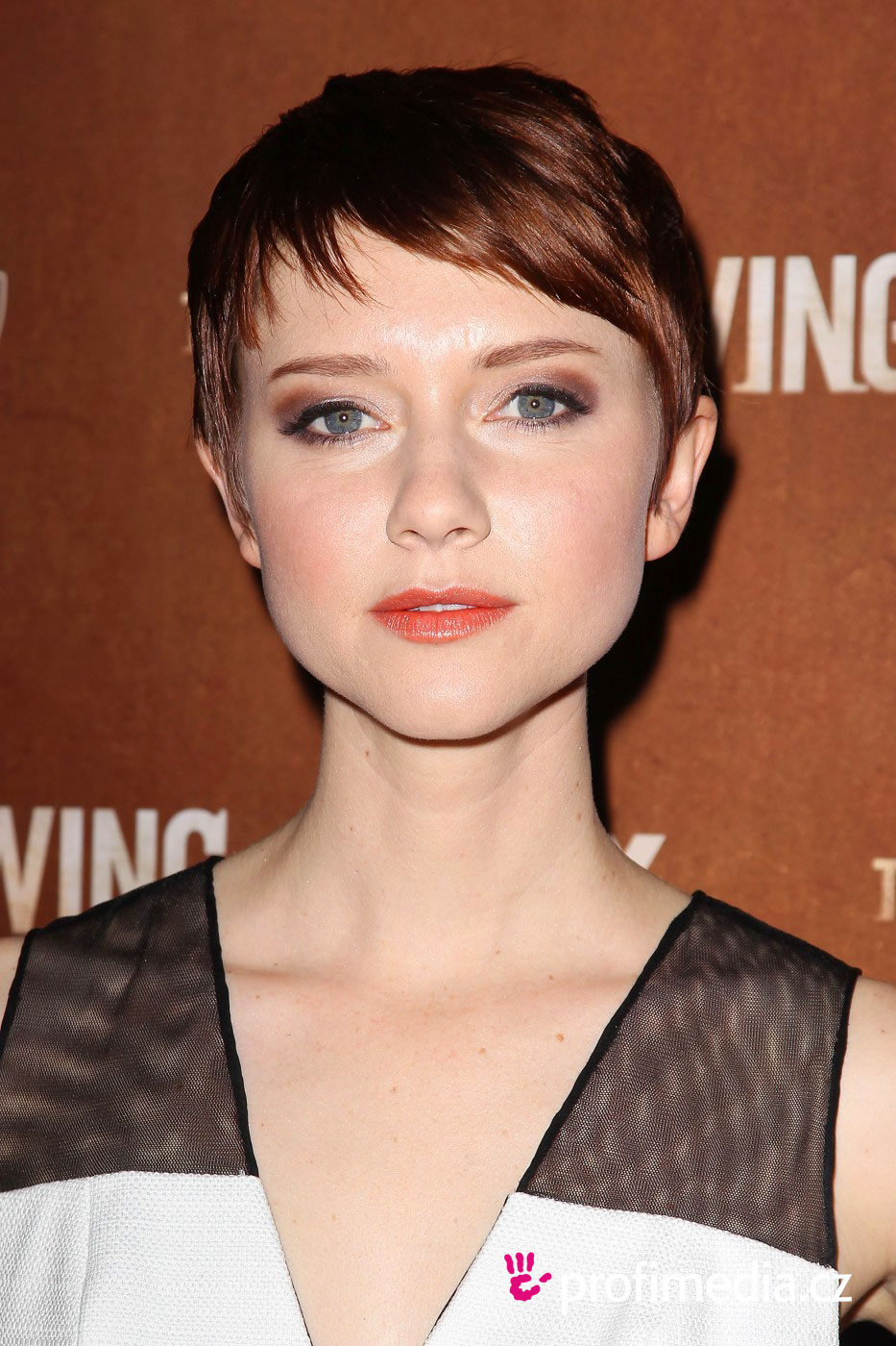 Valorie Curry - - hairstyle - easyHairStyler