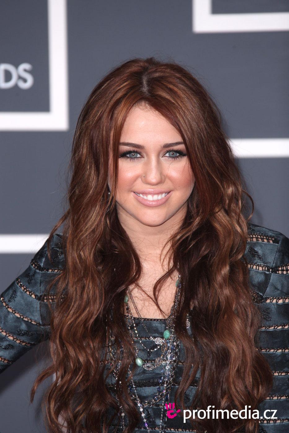 Miley Cyrus i Liam Hemsworth wzięli Ślub?! Miley komentuje