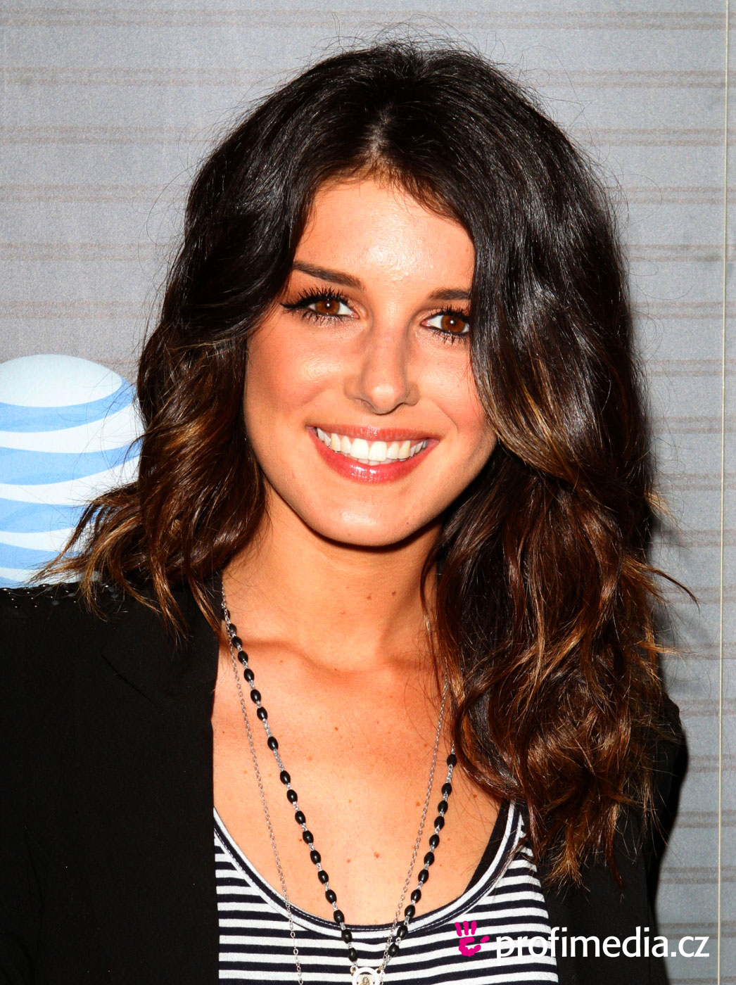 Shenae Grimes - Photo Gallery