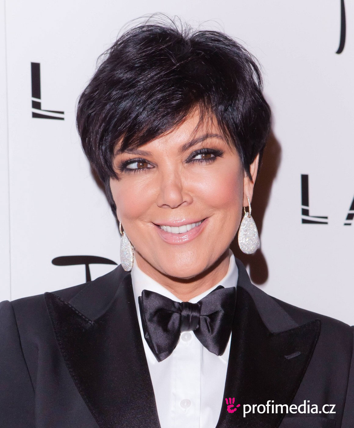Celebrity Hairstyles Kris Jenner Haircuts
