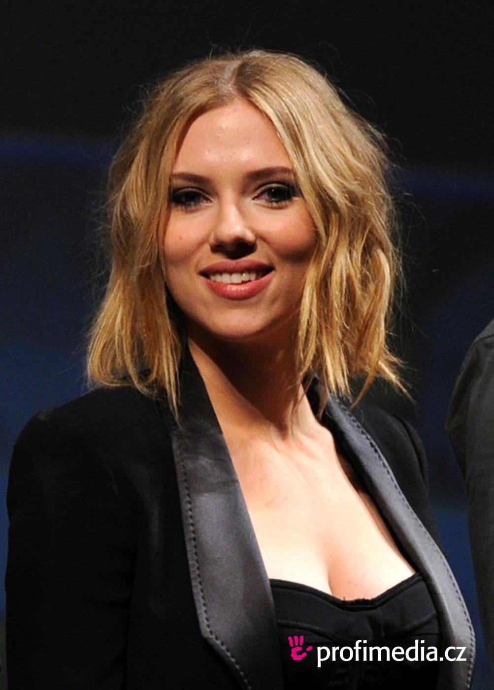 Scarlett Johansson Naturally Curly Hair