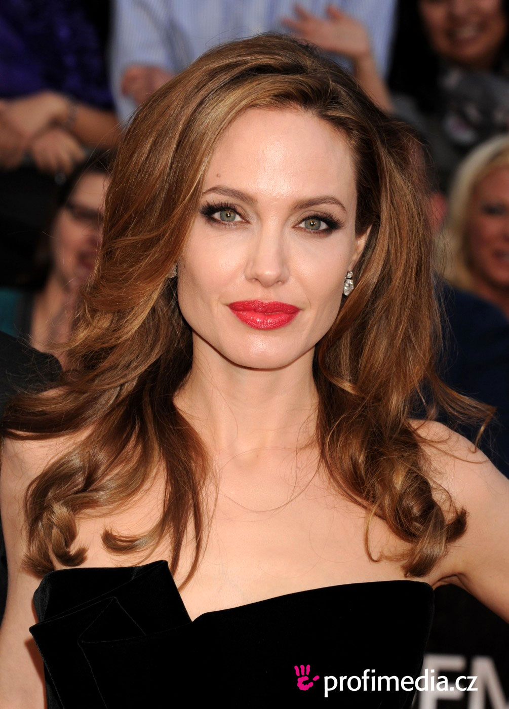 Angelina jolie haircuts