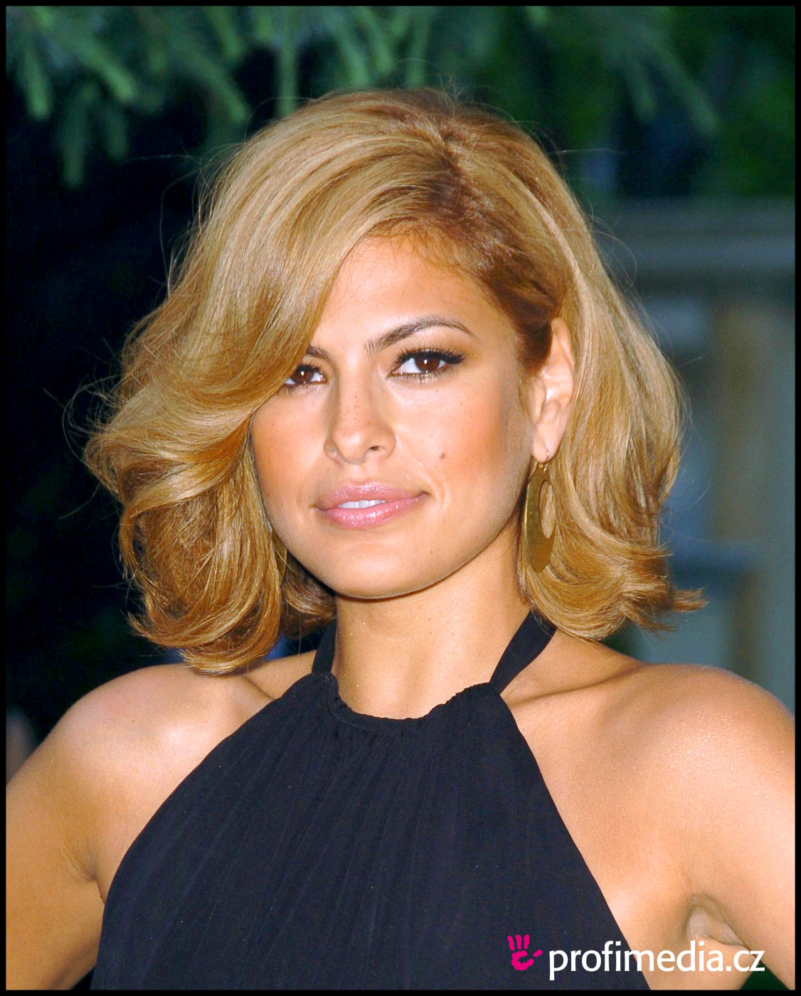 Eva Mendes's Strawberry Hair Color - instyle.com