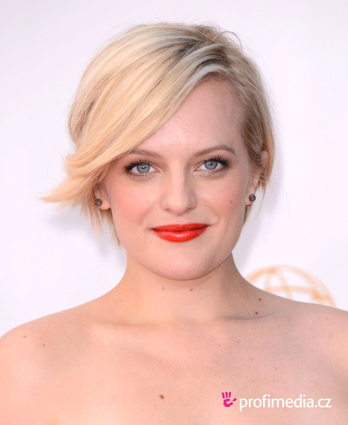 Prom hairstyle elizabeth moss elizabeth moss Prom hairstyle updo pin curly hair tutorial classic prom hairstyle