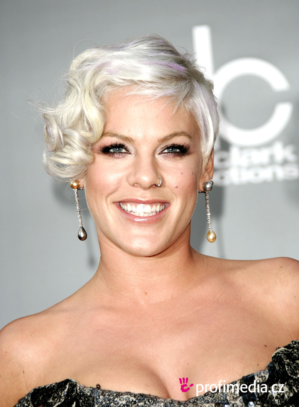 Pink - - hairstyle - easyHairStyler