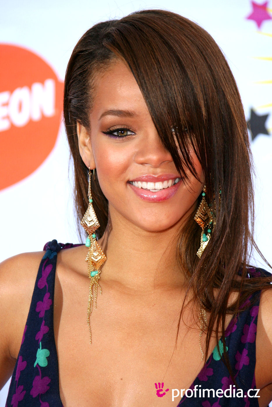 Rihanna Hairstyles Image Gallery, Long Hairstyle 2011, Hairstyle 2011, New Long Hairstyle 2011, Celebrity Long Hairstyles 2031