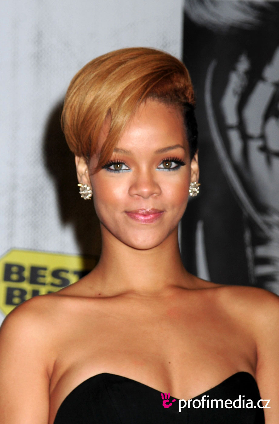 Rihanna Hairstyles Image Gallery, Long Hairstyle 2011, Hairstyle 2011, New Long Hairstyle 2011, Celebrity Long Hairstyles 2071