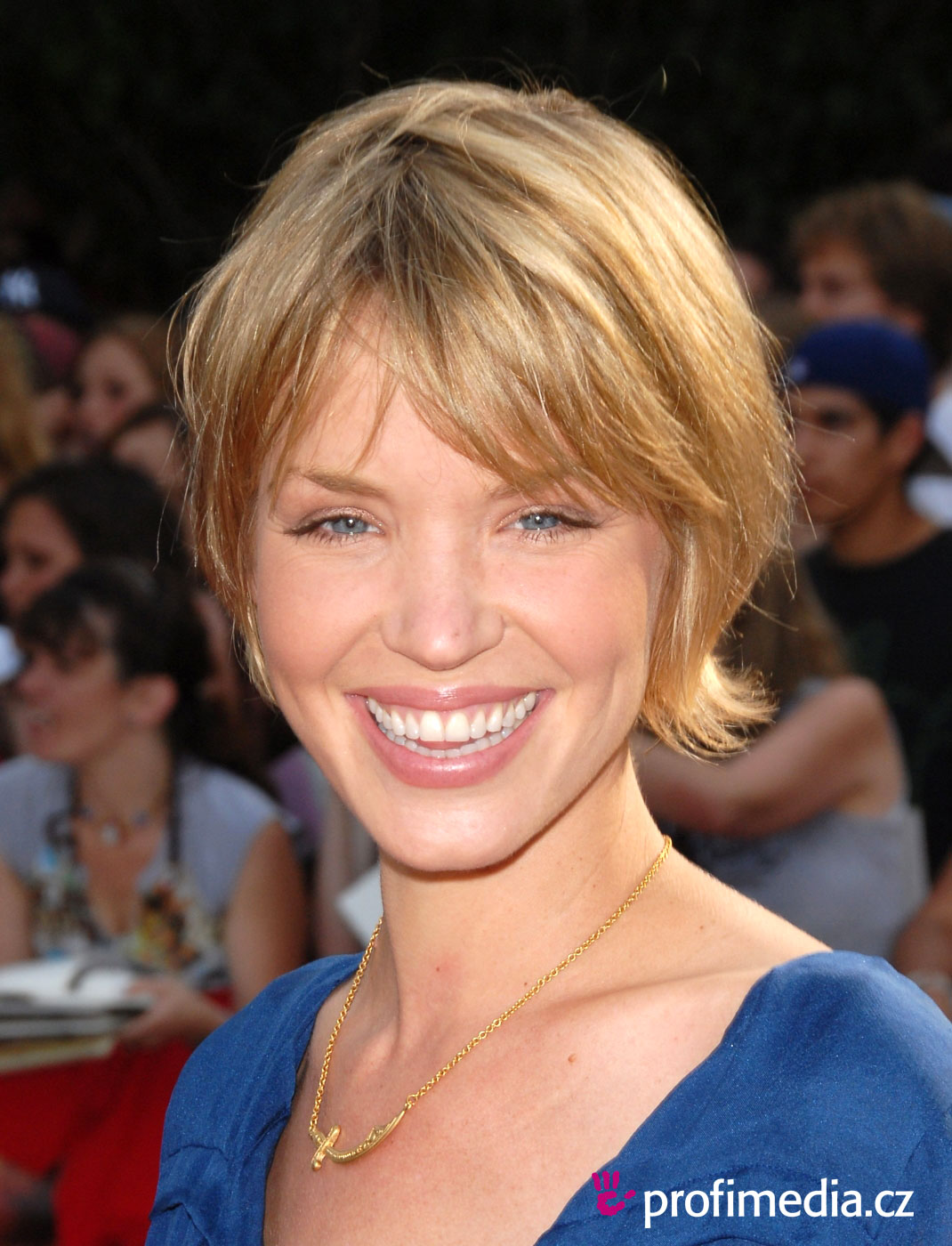 Rate the Ashley Scott's hairstyle