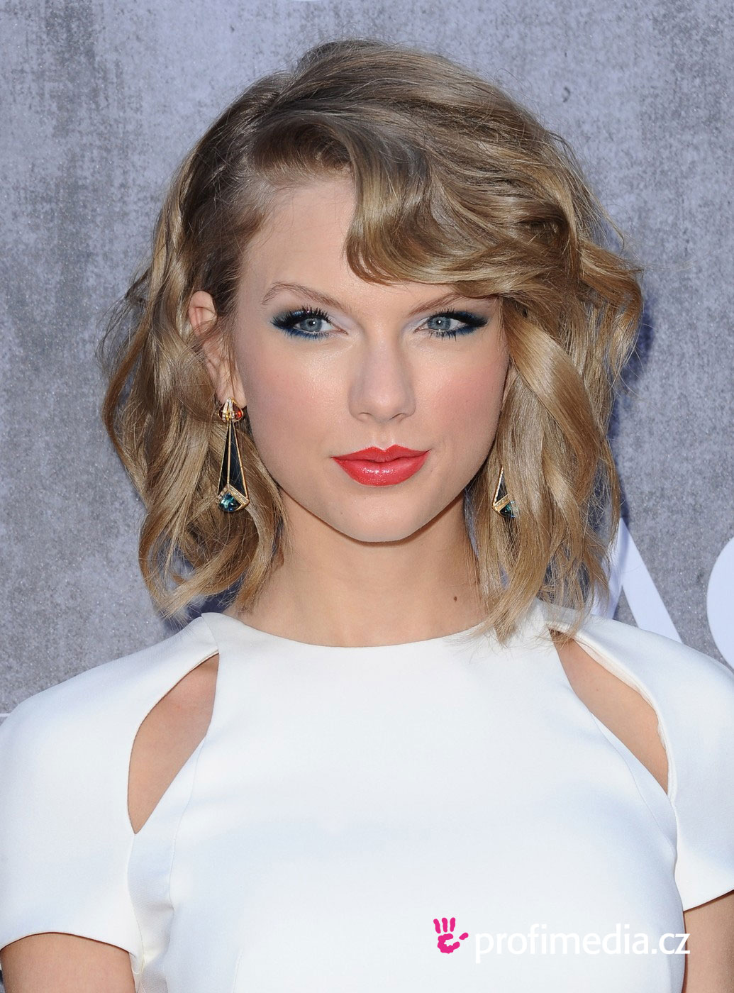 Taylor Swift hairstyle easyHairStyler