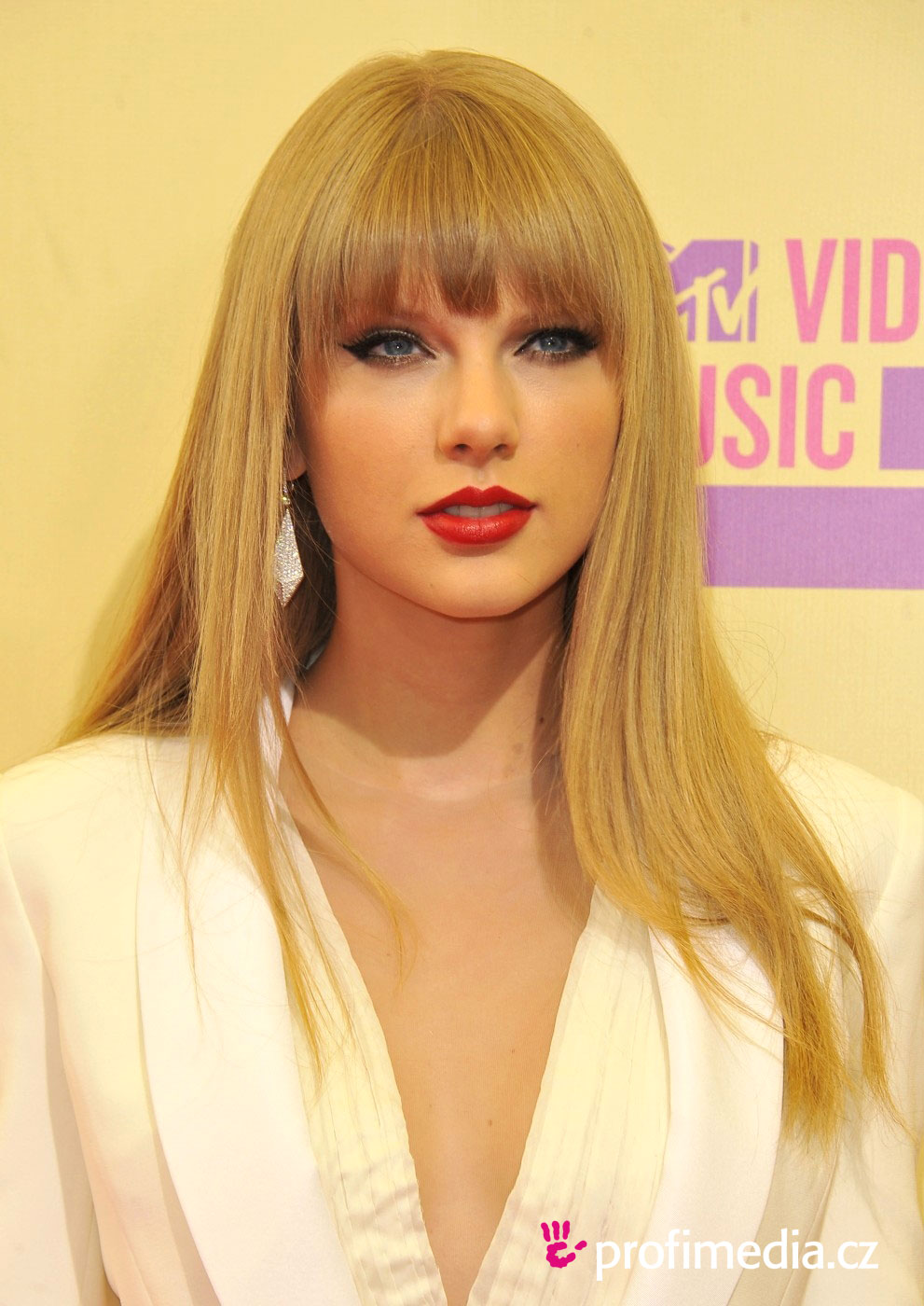 Prom hairstyle - Taylor Swift - Taylor Swift
