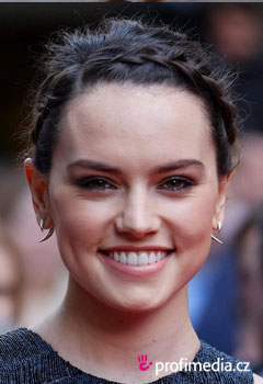 Coafurile vedetelor - Daisy Ridley