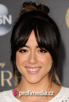 Acconciature delle star - Chloe Bennet