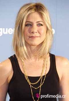 Účesy celebrit - Jennifer Aniston
