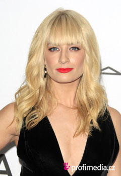 Acconciature delle star - Beth Behrs