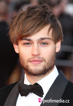 Coafurile vedetelor - Douglas Booth