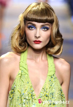 Szt�rfrizur�k - Fashion shows Spring 2011