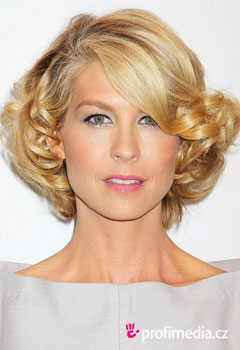 Acconciature delle star - Jenna Elfman
