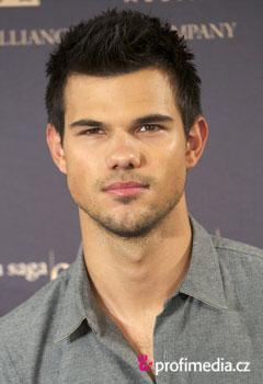 Účesy celebrit - Taylor Lautner