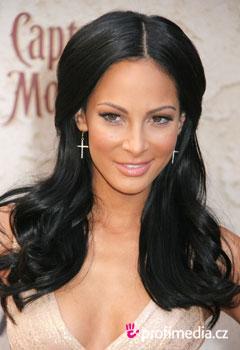 Účes celebrity - Kenda Perez