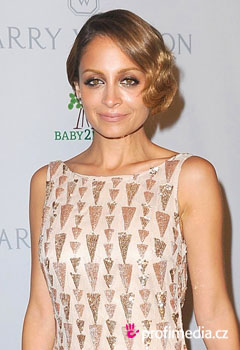 Coafurile vedetelor - Nicole Richie