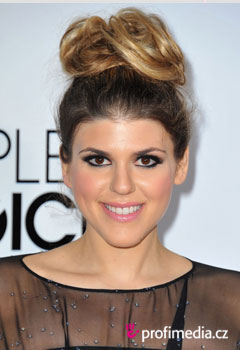Acconciature delle star - Molly Tarlov