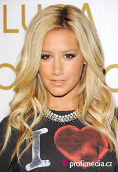 Acconciature delle star - Ashley Tisdale