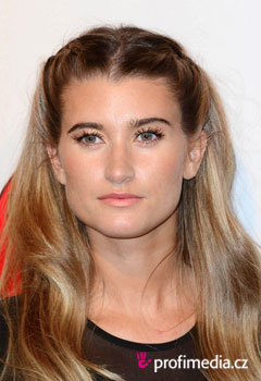 Acconciature delle star - Charley Webb