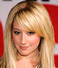 Účesy celebrit - Ashley Tisdale