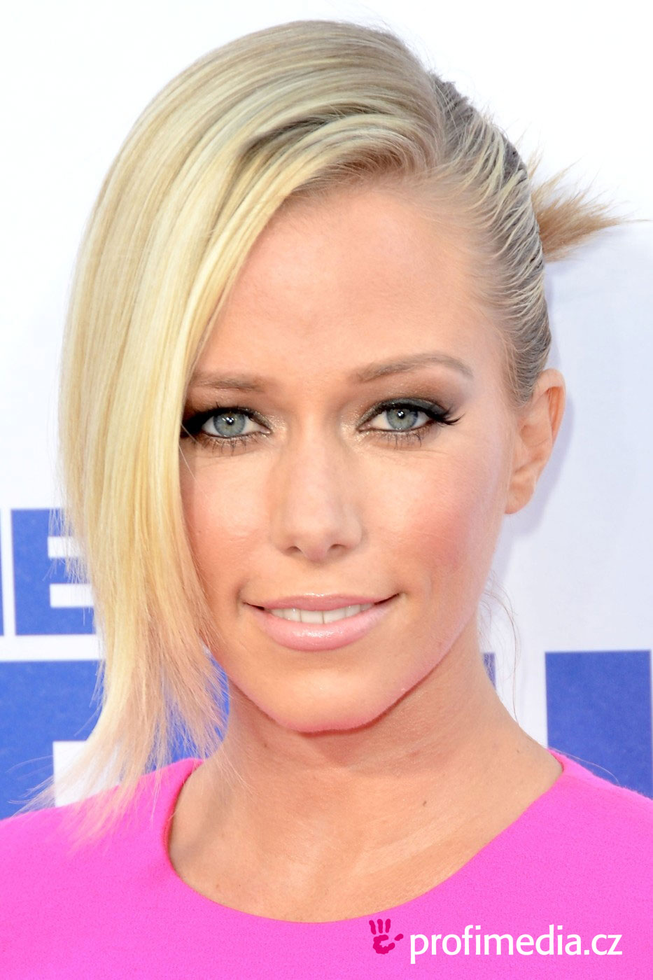 The 31-year old daughter of father Eric W. Wilkinson and mother Patti Wilkinson, 163 cm tall Kendra Wilkinson in 2017 photo