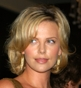 Fryzura [3377] - Charlize Theron, włosy średnie falowane
