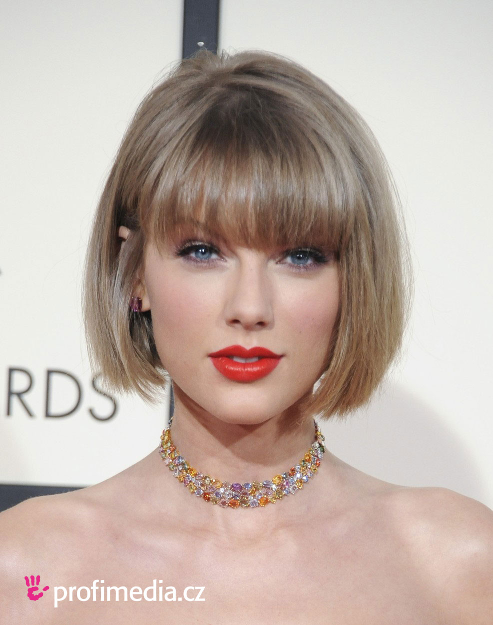 Taylor swift coiffure happyhair for Miroir virtuel coiffure