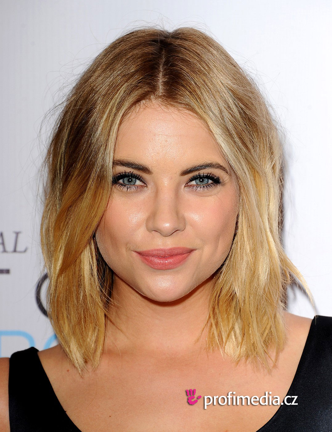 ashley benson frisur zum ausprobieren in efrisuren. Black Bedroom Furniture Sets. Home Design Ideas