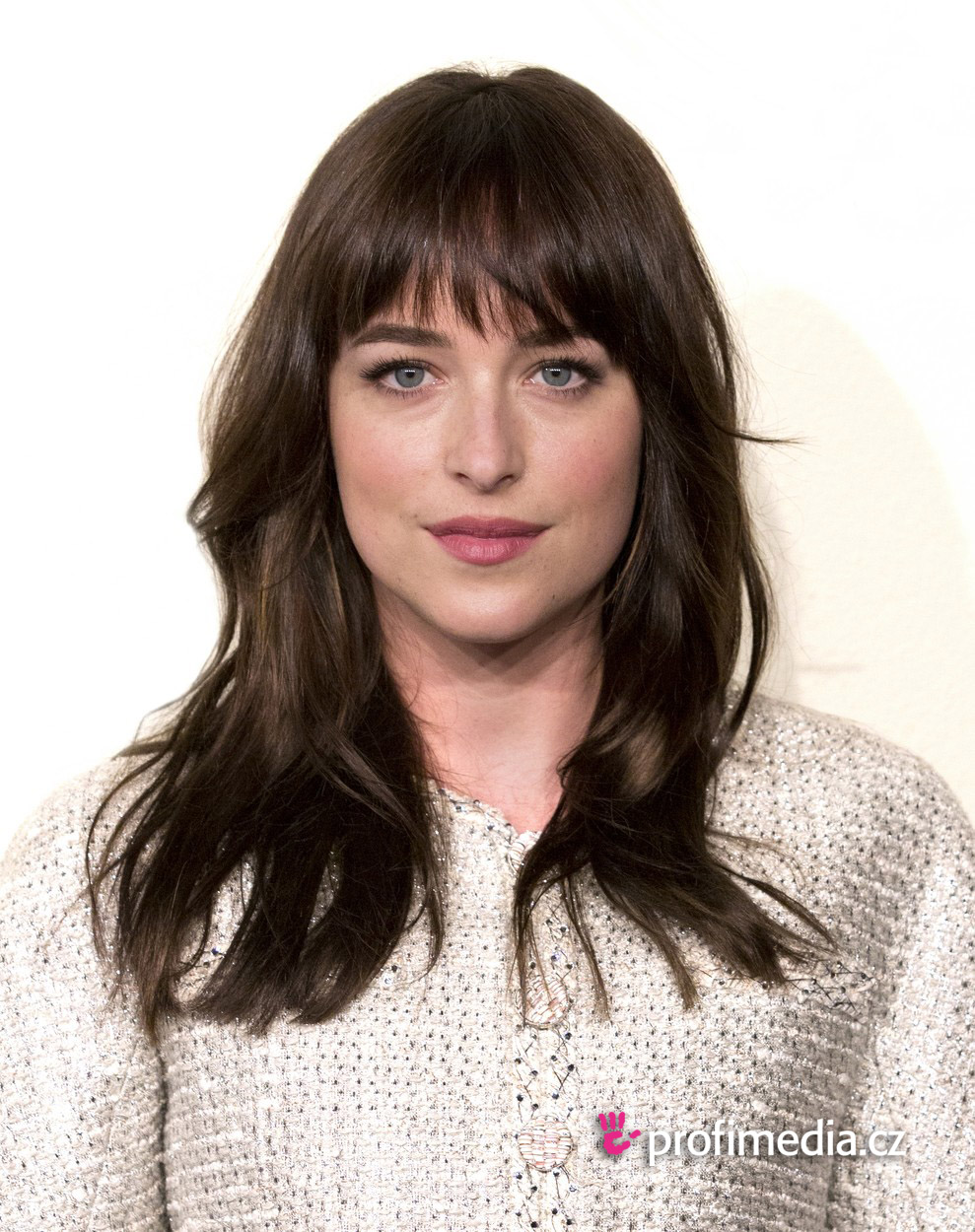 Dakota johnson coiffure happyhair for Miroir virtuel coiffure