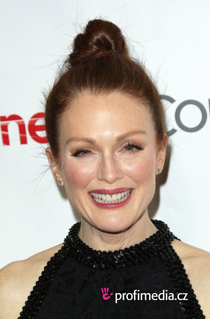 Julianne moore coiffure happyhair for Miroir virtuel coiffure