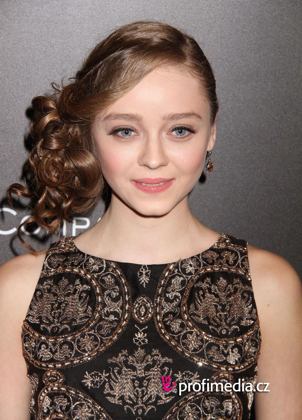 Madeleine Arthur Hairstyle Easyhairstyler