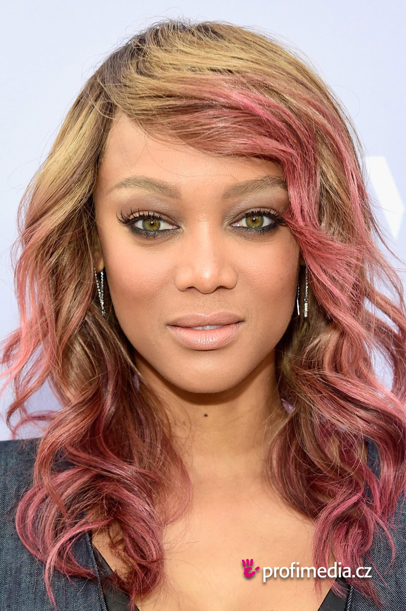 Tyra banks coiffure happyhair for Miroir virtuel coiffure