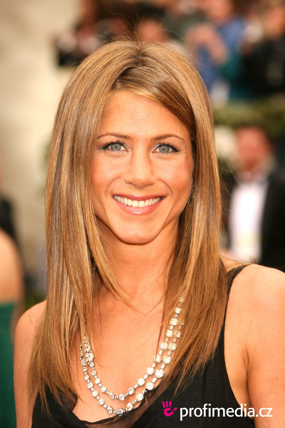Jennifer Aniston's Best And Worst Hairstyles - PolyTrendy