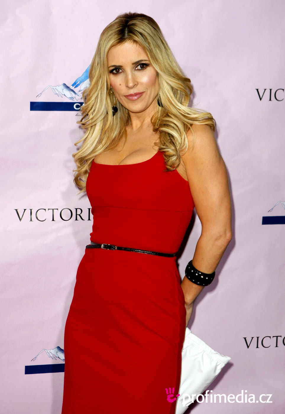 you can try this jillian hairstyle with your own photo upload at - Jillian Barberie