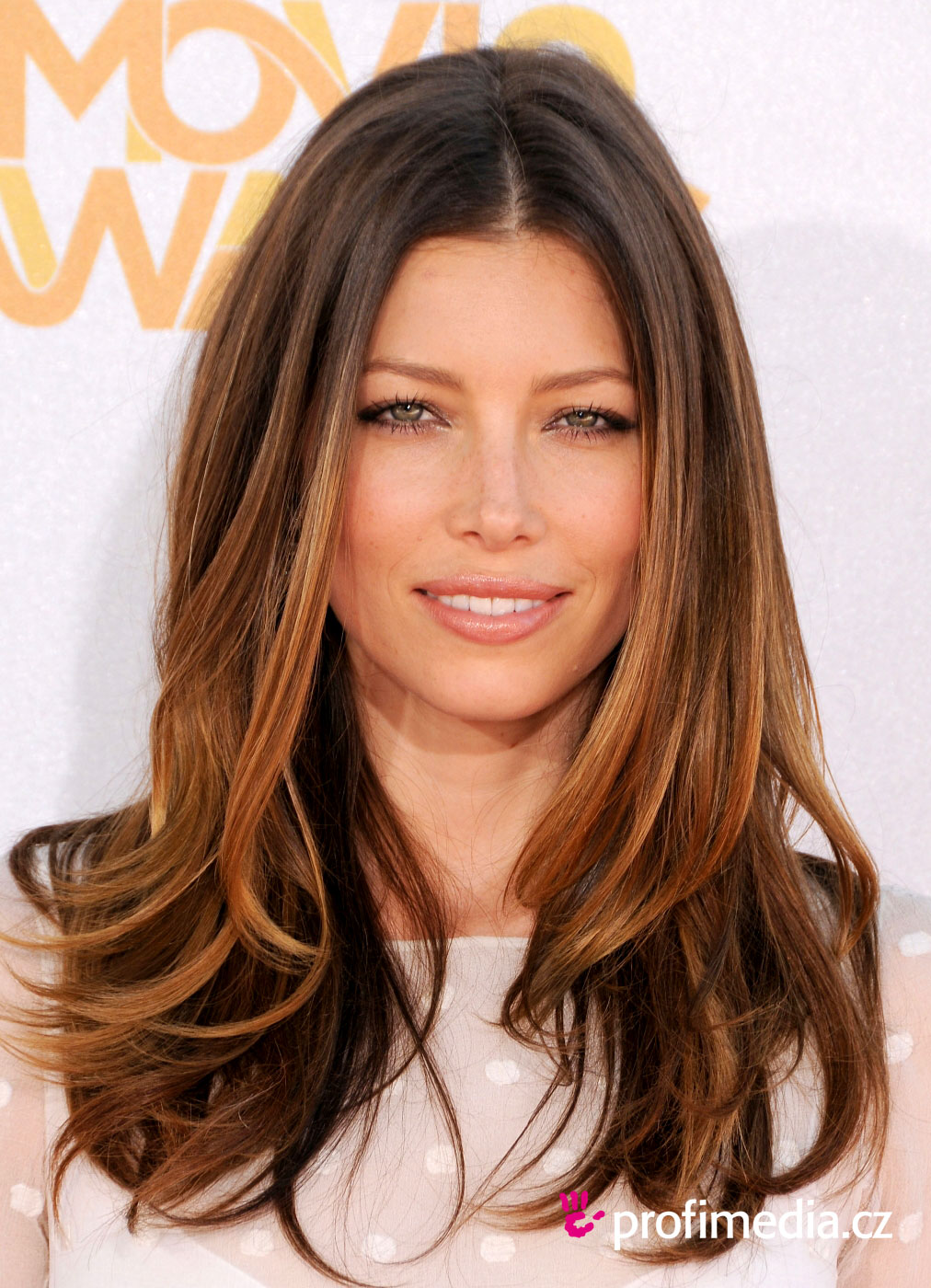 Jessica biel coiffure happyhair for Miroir virtuel coiffure