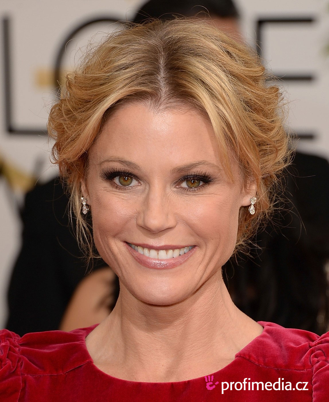 Julie bowen hairstyle easyhairstyler you can try this julie bowens hairstyle with your own photo upload at easyhairstyler urmus Gallery