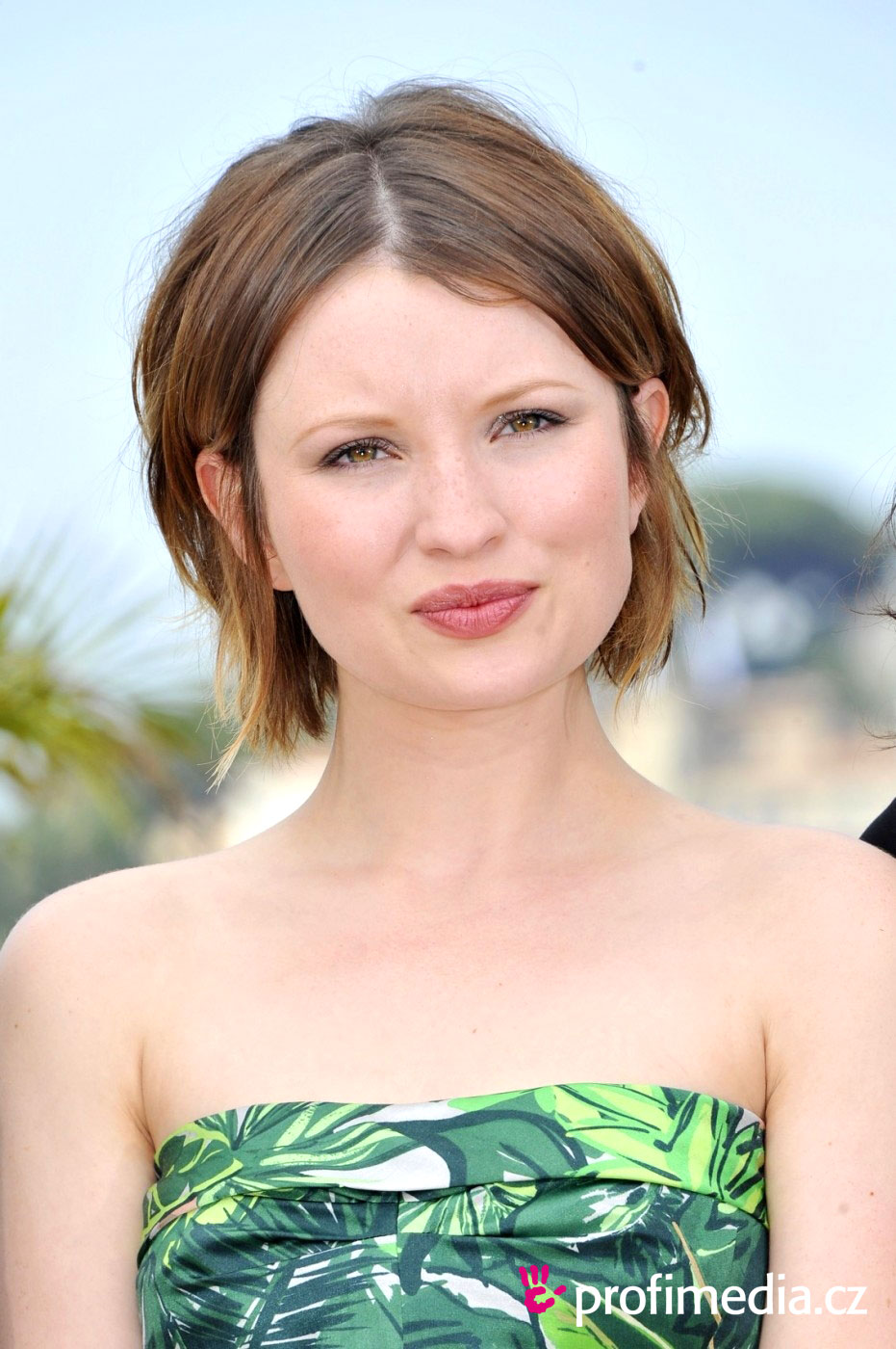 Emily Browning Hairstyle Easyhairstyler