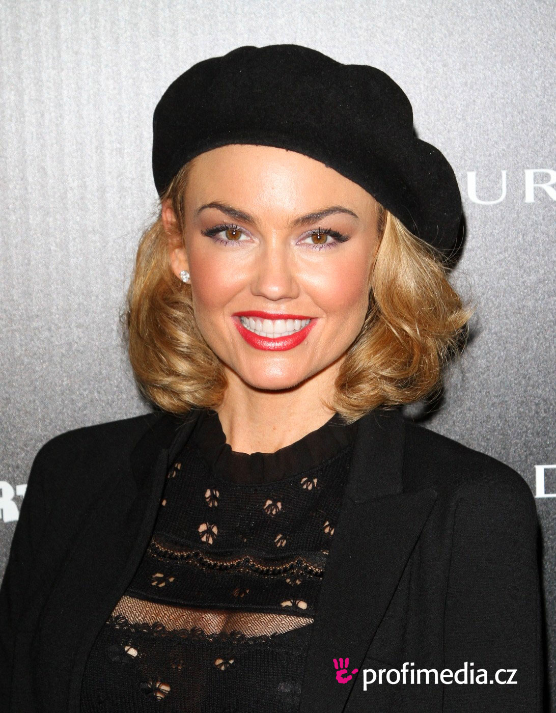 Kelly Carlson Hairstyle EasyHairStyler - Hairstyles for short hair upload photo