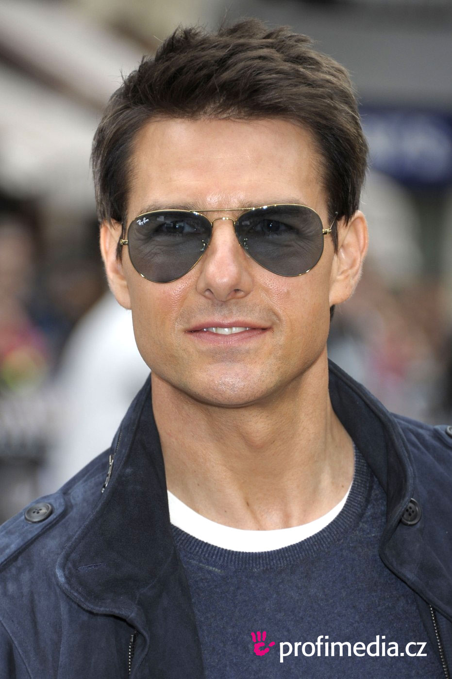 Tom cruise hairstyle easyhairstyler you can try this tom cruises hairstyle with your own photo upload at easyhairstyler urmus Images