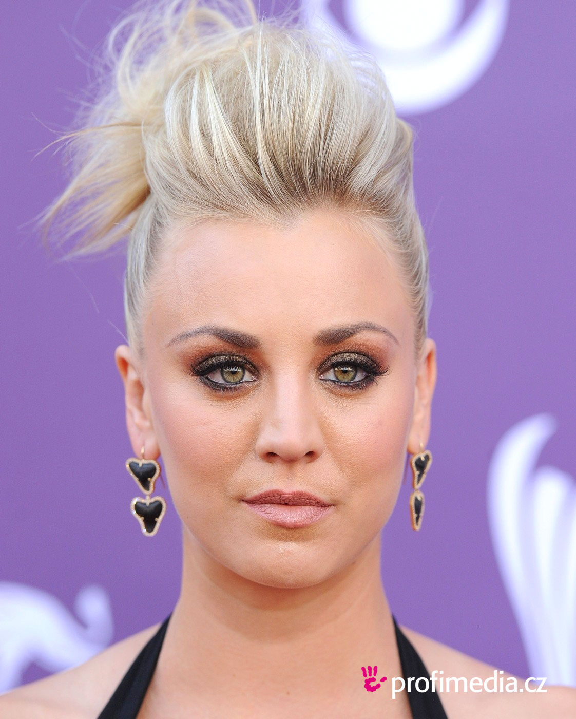 hair style easy kaley cuoco hairstyle easyhairstyler 1315