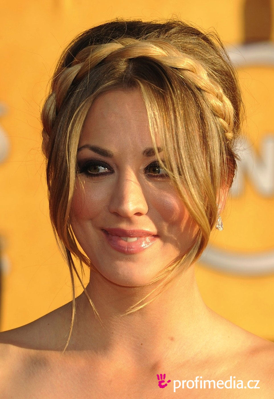 Kaley cuoco coiffure happyhair for Miroir virtuel coiffure