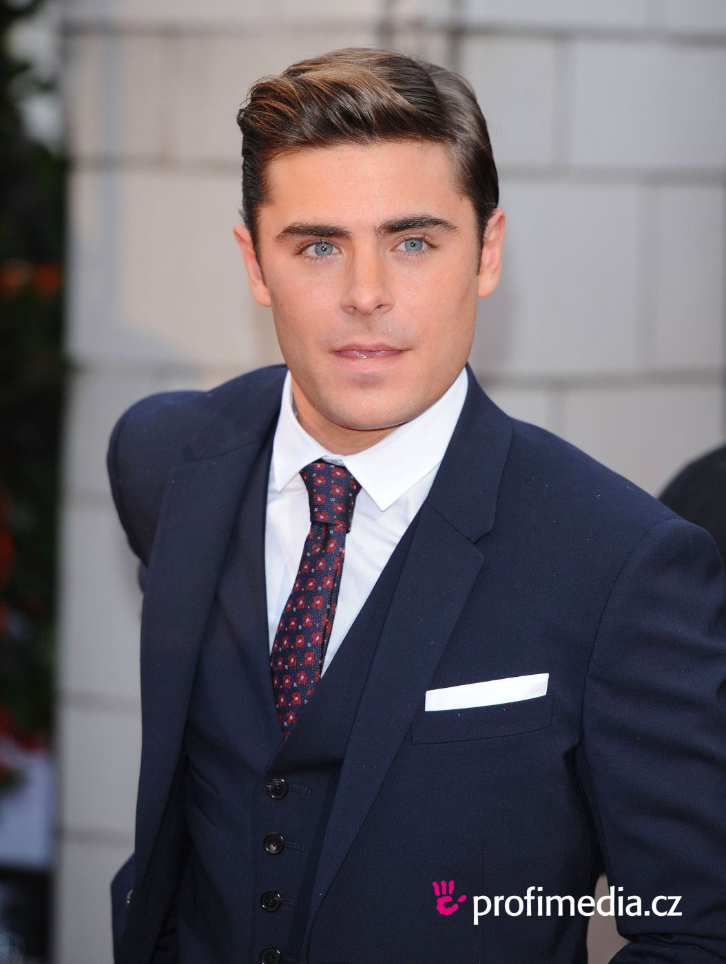 zac efron hairstyle easyhairstyler. Black Bedroom Furniture Sets. Home Design Ideas